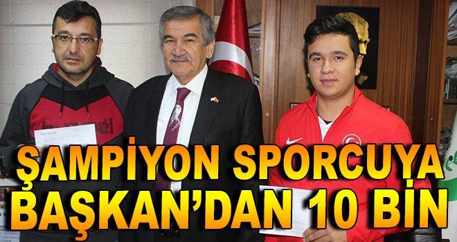 Şampiyon sporcuya Başkan Işık'tan 10 bin!
